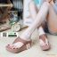 รองเท้าลำลองส้นเตารีดแบบคีบ M1822-BWN [สีน้ำตาล] thumbnail 1