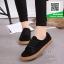 รองเท้าผ้าใบแฟชั่นสีดำ หนังกลับ (สีดำ ) thumbnail 1