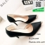 รองเท้าคัทชูส้นสูงสีดำ หัวแหลม ทรงเปิดข้อง (สีดำ ) thumbnail 1