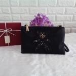 กระเป๋าคลัทช์ Prada รุ่น Limited edition ลายน้องหมี พรีเมี่ยมกิ้ฟจากเคาน์เตอร์ต่างประเทศ