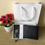 กระเป๋าสตางค์ แบรนด์ Calvin Klein รุ่น leather credit card fold with metal clip key fob set สีดำ