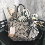 กระเป๋าแบรนด์ David Jones รุ่น Limited edition สี Silver Glitter มาพร้อมกับน้องกระต่าย