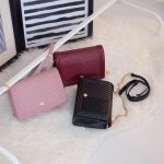 กระเป๋าแบรนด์ Keep รุ่น Gimme bag มี 3 สี สีดำ, สีชมพู, สีแดง Burgundy