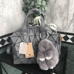 กระเป๋าแบรนด์ David Jones ทรง speedy สีเทาเข้ม มาพร้อมพวงกุญแจกระต่ายสุดน่ารัก