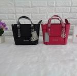 กระเป๋า Guess รุ่น SAFFIANO MINI CROSSBODY BAG มี 2 สี ดำ, ชมพู