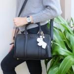 กระเป๋าแบรนด์ Keep รุ่น leather Pillow bag สีดำ **ไม่รวมพวงกุญแจ Little doggy diamond นะคะ**