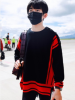 เสื้อแขนยาวเกาหลีสีดำ TFBOYS แต่งแถบสีแดง