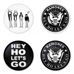 ของที่ระลึกวง Ramones เลือกด้านหลังได้ 4 แบบ เข็มกลัด, แม่เหล็ก, กระจกพกพา หรือ พวงกุญแจที่เปิดขวด 1 แพ็ค 4 ชิ้น [11]