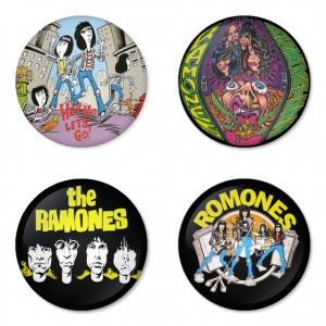 ของที่ระลึกวง Ramones เลือกด้านหลังได้ 4 แบบ เข็มกลัด, แม่เหล็ก, กระจกพกพา หรือ พวงกุญแจที่เปิดขวด 1 แพ็ค 4 ชิ้น [17]
