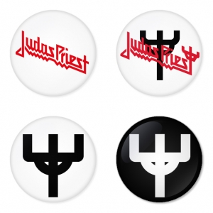 ของที่ระลึกวง Judas Priest เลือกด้านหลังได้ 4 แบบ เข็มกลัด, แม่เหล็ก, กระจกพกพา หรือ พวงกุญแจที่เปิดขวด 1 แพ็ค 4 ชิ้น [15]