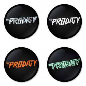 ของที่ระลึกวง The Prodigy เลือกด้านหลังได้ 4 แบบ เข็มกลัด, แม่เหล็ก, กระจกพกพา หรือ พวงกุญแจที่เปิดขวด 1 แพ็ค 4 ชิ้น [3]
