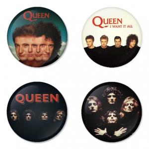 ของที่ระลึกวง Queen เลือกด้านหลังได้ 4 แบบ เข็มกลัด, แม่เหล็ก, กระจกพกพา หรือ พวงกุญแจที่เปิดขวด 1 แพ็ค 4 ชิ้น [1]