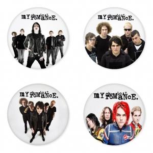 ของที่ระลึกวง My Chemical Romance เลือกด้านหลังได้ 4 แบบ เข็มกลัด, แม่เหล็ก, กระจกพกพา หรือ พวงกุญแจที่เปิดขวด 1 แพ็ค 4 ชิ้น [2]