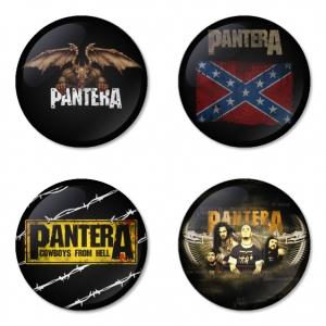 ของที่ระลึกวง Pantera เลือกด้านหลังได้ 4 แบบ เข็มกลัด, แม่เหล็ก, กระจกพกพา หรือ พวงกุญแจที่เปิดขวด 1 แพ็ค 4 ชิ้น [2]