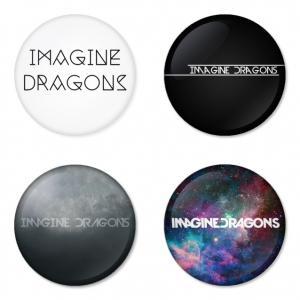 ของที่ระลึกวง Imagine Dragon เลือกด้านหลังได้ 4 แบบ เข็มกลัด, แม่เหล็ก, กระจกพกพา หรือ พวงกุญแจที่เปิดขวด 1 แพ็ค 4 ชิ้น [11]
