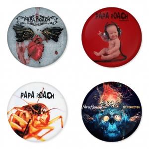 ของที่ระลึกวง Papa Roach เลือกด้านหลังได้ 4 แบบ เข็มกลัด, แม่เหล็ก, กระจกพกพา หรือ พวงกุญแจที่เปิดขวด 1 แพ็ค 4 ชิ้น [1]