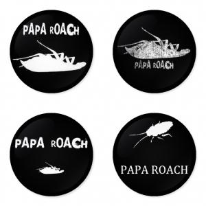 ของที่ระลึกวง Papa Roach เลือกด้านหลังได้ 4 แบบ เข็มกลัด, แม่เหล็ก, กระจกพกพา หรือ พวงกุญแจที่เปิดขวด 1 แพ็ค 4 ชิ้น [9]