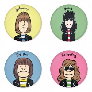 ของที่ระลึกวง Ramones เลือกด้านหลังได้ 4 แบบ เข็มกลัด, แม่เหล็ก, กระจกพกพา หรือ พวงกุญแจที่เปิดขวด 1 แพ็ค 4 ชิ้น [10]