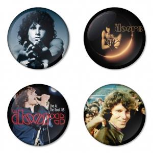 ของที่ระลึกวง The Doors เลือกด้านหลังได้ 4 แบบ เข็มกลัด, แม่เหล็ก, กระจกพกพา หรือ พวงกุญแจที่เปิดขวด 1 แพ็ค 4 ชิ้น [3]