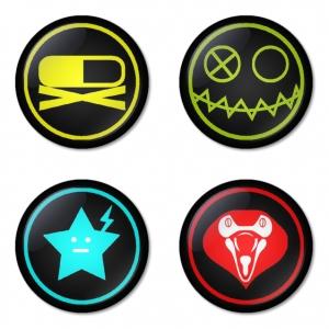 ของที่ระลึกวง My Chemical Romance เลือกด้านหลังได้ 4 แบบ เข็มกลัด, แม่เหล็ก, กระจกพกพา หรือ พวงกุญแจที่เปิดขวด 1 แพ็ค 4 ชิ้น [1]