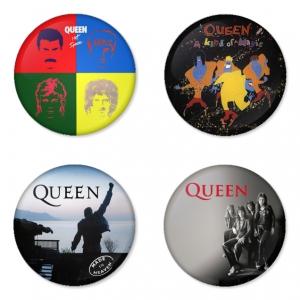 ของที่ระลึกวง Queen เลือกด้านหลังได้ 4 แบบ เข็มกลัด, แม่เหล็ก, กระจกพกพา หรือ พวงกุญแจที่เปิดขวด 1 แพ็ค 4 ชิ้น [11]