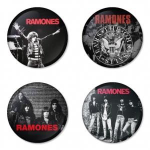 ของที่ระลึกวง Ramones เลือกด้านหลังได้ 4 แบบ เข็มกลัด, แม่เหล็ก, กระจกพกพา หรือ พวงกุญแจที่เปิดขวด 1 แพ็ค 4 ชิ้น [8]