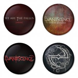 ของที่ระลึกวง Evanescence เลือกด้านหลังได้ 4 แบบ เข็มกลัด, แม่เหล็ก, กระจกพกพา หรือ พวงกุญแจที่เปิดขวด 1 แพ็ค 4 ชิ้น [11]