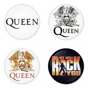 ของที่ระลึกวง Queen เลือกด้านหลังได้ 4 แบบ เข็มกลัด, แม่เหล็ก, กระจกพกพา หรือ พวงกุญแจที่เปิดขวด 1 แพ็ค 4 ชิ้น [13]