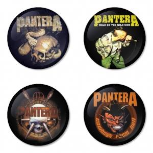 ของที่ระลึกวง Pantera เลือกด้านหลังได้ 4 แบบ เข็มกลัด, แม่เหล็ก, กระจกพกพา หรือ พวงกุญแจที่เปิดขวด 1 แพ็ค 4 ชิ้น [5]