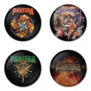 ของที่ระลึกวง Pantera เลือกด้านหลังได้ 4 แบบ เข็มกลัด, แม่เหล็ก, กระจกพกพา หรือ พวงกุญแจที่เปิดขวด 1 แพ็ค 4 ชิ้น [4]