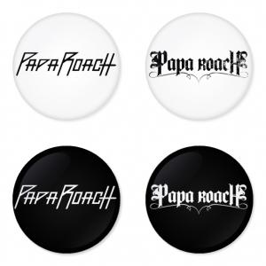 ของที่ระลึกวง Papa Roach เลือกด้านหลังได้ 4 แบบ เข็มกลัด, แม่เหล็ก, กระจกพกพา หรือ พวงกุญแจที่เปิดขวด 1 แพ็ค 4 ชิ้น [10]