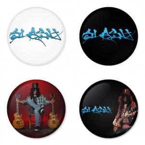 ของที่ระลึกวง Slash เลือกด้านหลังได้ 4 แบบ เข็มกลัด, แม่เหล็ก, กระจกพกพา หรือ พวงกุญแจที่เปิดขวด 1 แพ็ค 4 ชิ้น [2]