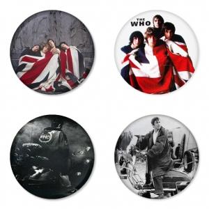 ของที่ระลึกวง The Who เลือกด้านหลังได้ 4 แบบ เข็มกลัด, แม่เหล็ก, กระจกพกพา หรือ พวงกุญแจที่เปิดขวด 1 แพ็ค 4 ชิ้น [2]