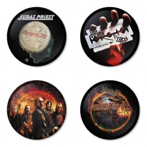 ของที่ระลึกวง Judas Priest เลือกด้านหลังได้ 4 แบบ เข็มกลัด, แม่เหล็ก, กระจกพกพา หรือ พวงกุญแจที่เปิดขวด 1 แพ็ค 4 ชิ้น [10]