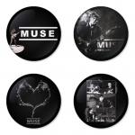 ของที่ระลึกวง Muse เลือกด้านหลังได้ 4 แบบ เข็มกลัด, แม่เหล็ก, กระจกพกพา หรือ พวงกุญแจที่เปิดขวด 1 แพ็ค 4 ชิ้น [8]
