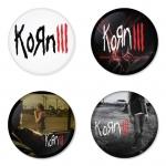 ของที่ระลึกวง Korn เลือกด้านหลังได้ 4 แบบ เข็มกลัด, แม่เหล็ก, กระจกพกพา หรือ พวงกุญแจที่เปิดขวด 1 แพ็ค 4 ชิ้น [8]
