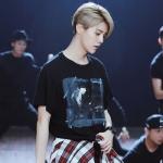 เสื้อยืดแขนสั้นสีดำ Lu Han EXO พิมพ์ลายด้านหน้า