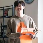 เสื้อแขนยาวแฟชั่นสีเทา Lee Jong Suk พิมพ์ลายด้านหน้า