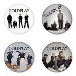 ของที่ระลึกวง Coldplay เลือกด้านหลังได้ 4 แบบ เข็มกลัด, แม่เหล็ก, กระจกพกพา หรือ พวงกุญแจที่เปิดขวด 1 แพ็ค 4 ชิ้น [9]