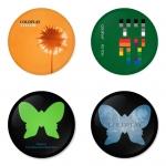 ของที่ระลึกวง Coldplay เลือกด้านหลังได้ 4 แบบ เข็มกลัด, แม่เหล็ก, กระจกพกพา หรือ พวงกุญแจที่เปิดขวด 1 แพ็ค 4 ชิ้น [4]