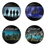 ของที่ระลึกวง Coldplay เลือกด้านหลังได้ 4 แบบ เข็มกลัด, แม่เหล็ก, กระจกพกพา หรือ พวงกุญแจที่เปิดขวด 1 แพ็ค 4 ชิ้น [15]