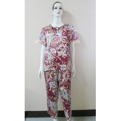 ชุดนอนไซส์ใหญ่(ญ)กางเกงขายาวแขนสั้นผ้าซาติน สีแดง ลายดอก เสื้อรอบอก 46 นิ้ว
