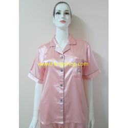 ชุดนอนกางเกงขาสามส่วนผ้าซาติน ขนาดฟรีไซส์ แบบสีพื้น รอบอกเสื้อ 40 นิ้ว มี 4 สี (ครีม/ส้ม/เทาเข้ม/เทาเงิน)