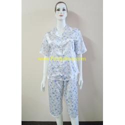 ชุดนอนกางเกางขาสามส่วนผ้าซาติน ขนาดฟรีไซส์ แบบลายดอกสีฟ้า รอบอกเสื้อ 40 นิ้ว