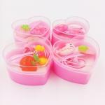 เซ็ทกิ๊บติดสีชมพูหวานเด็กผู้หญิงในกล่องหัวใจสีชมพู คละแบบ ราคาสินค้ารวมค่านำเข้าแต่ไม่รวมค่าจัดส่งในประเทศไทย ทางไปรษณีย์ หรือ ทางบริษัทขนส่ง