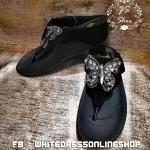 รองเท้าสีดำ ผีเสื้อเพชรวิ๊งมากก เจิดแสงสุดๆๆ ออกงานได้เลยคะ เฟิมเพชรวิ๊งจิงจังมาก ด้านในตรงช่วงคาดขอบนุ่มนะคะ สัมผัสเท้าสบาย พื้นนุ่มจ้าเป็นรองเท้าสุขภาพน๊า