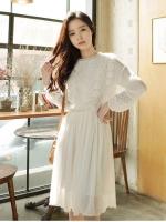 เดรสสีขาว ผ้าชีฟองงานสวยลุกไม้ช่วงบนดีงามมากค่ะ น่ารักมก ตรงคอ อกและแขน มีซับใน แบบสวม เอวสมอค ลูกไม้หน้าหลังสวยงามจ้า