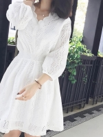 เดรสสีขาว เดรสลูกไม้ ชุดราตรี ชุดใส่ไปงานแต่ง เดรสสีขาว ลายฉลุน่าร้ากก คอV ใส่สบายๆ เอวสมอค แบบสวม มีซับแยกชิ้นให้