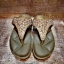 รองเท้าสุขภาพ โซฟาสีทองอร่ามสวย หน้าเพชรลายสวยมากก บุด้านในคาดนุ่มสบายเท้า ด้านข้างคาดหนังสีทองสวย thumbnail 2