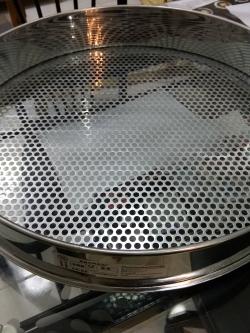 ตะแกรงคัดกาแฟ สเตนเลส (304) เส้นผ่าศูนย์กลาง 50cm ขนาดรู 6.5mm และ 7.5mm พร้อมส่งจำนวนจำกัด
